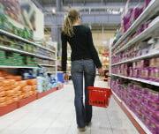 Ambiente social e falta de confiança condicionam o consumidor