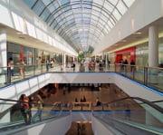 Abrem menos centros comerciais na Europa