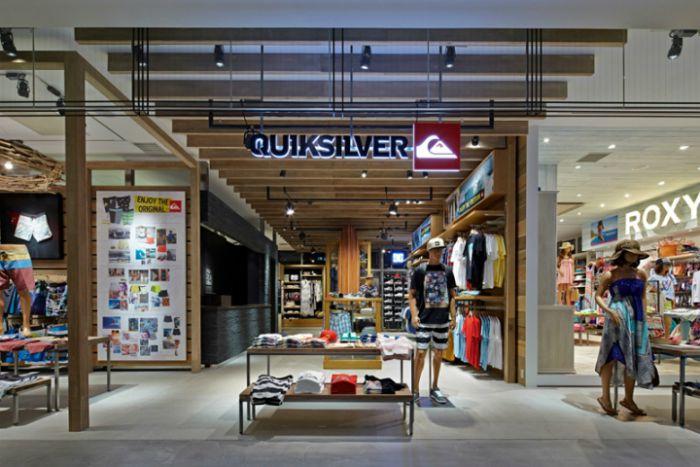 A Quiksilver apresentou falência e anunciou que vai avançar com um plano de  reestruturação que implica entregar o controlo da marca ao fundo de  investimento ... 3cda044ab0