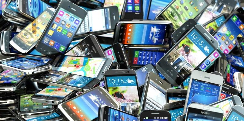Vendas mundiais de smartphones caem pela primeira vez