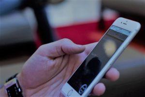 Portugueses estão a comprar telemóveis mais caros e de maior dimensão