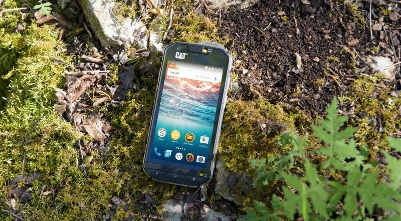 CAT lança telemóvel para aventureiros