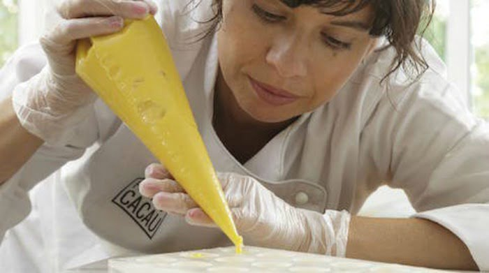 Raquel Lima deixou a engenharia florestal para se dedicar à produção de chocolates gourmet