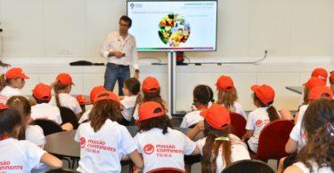 Missão Continente leva crianças à Cidade do Futebol