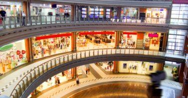 O 'efeito Amazon': este Natal poderá ser o último para muitos centros comerciais