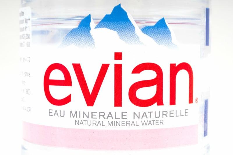Evian aposta em plástico 100% reciclado