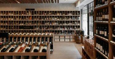 Fornecedor de vinhos Casa Real britânica vai usar rolha de cortiça portuguesa
