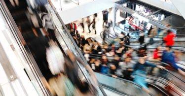 Centros comerciais são o local de eleição para as compras de Natal