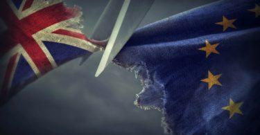 """Comissão Europeia prepara questões fiscais e aduaneiras para """"Hard Brexit"""""""