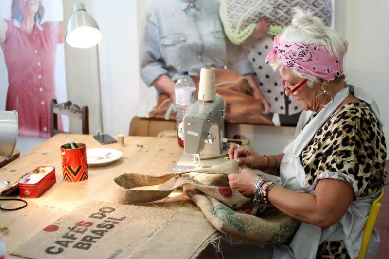 Kaffa e projeto 'A Avó Veio Trabalhar' juntam-se para reciclar sacas de café