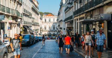 Lisboa e Porto destacam-se no crescimento do comércio de rua