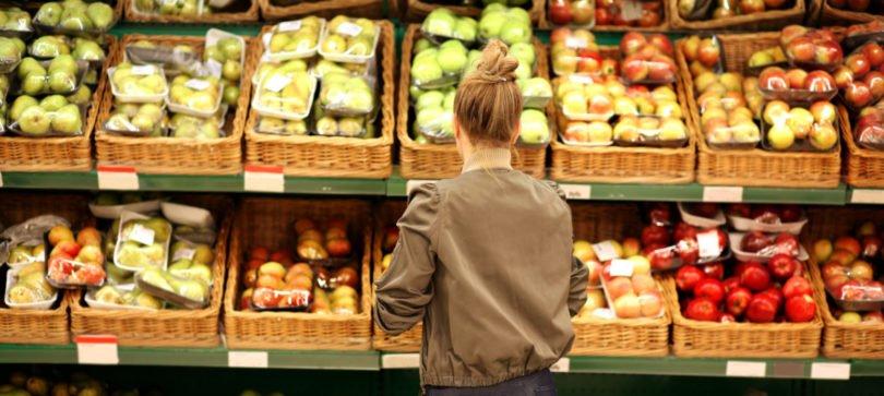 Sacos de plástico ultraleves proibidos no comércio em 2023