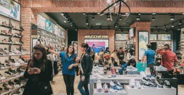 Skechers lança coleção outono-inverno que celebra a década de 90