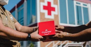 """A Colgate entregou à Cruz Vermelha Portuguesa um total de 15 mil produtos de higiene oral, no âmbito da campanha """"O sorriso é a nossa força""""."""