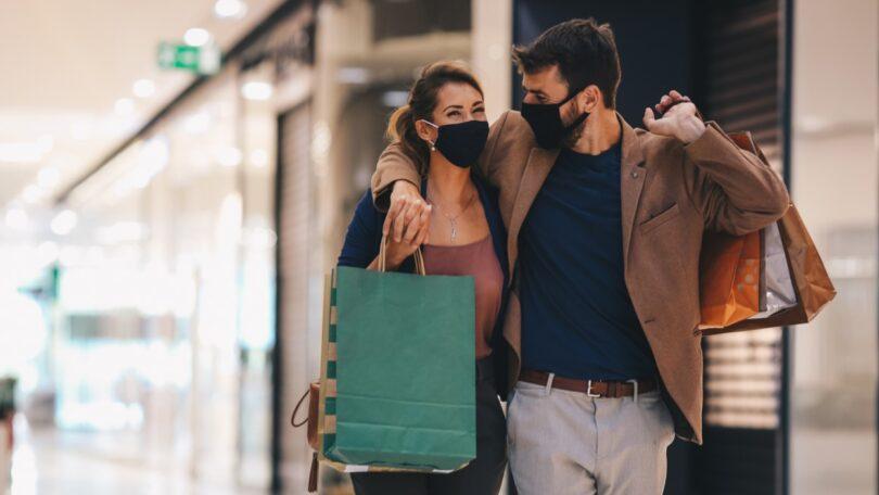 Neste ano, o número médio diário de compradores em lojas aumentou 20% em relação à média do ano anterior (2 de março a 31 de dezembro).