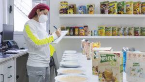 A Nestlé revelou que é a primeira empresa em Portugal a disponibilizar a informação nutricional Nutri-Score em Braille nos rótulos.