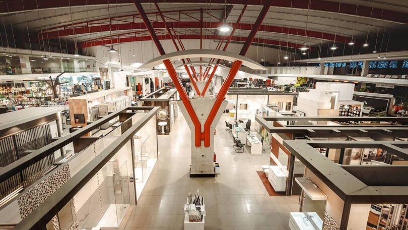 A Casa Peixoto, empresa nacional de comércio de materiais de construção e decoração, abriu a sua primeira loja no distrito de Aveiro.