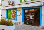 O novo supermercado Coviran abriu na freguesia de Alvor, no município de Portimão, continuando assim a trabalhar no seu plano de expansão.