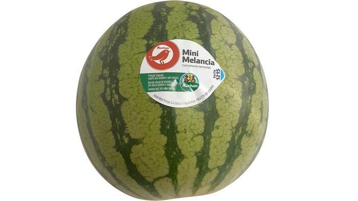 A mini melancia produzida nas regiões do Algarve e Alentejo recebeu o selo Produção Controlada da cadeia de supermercados Auchan.