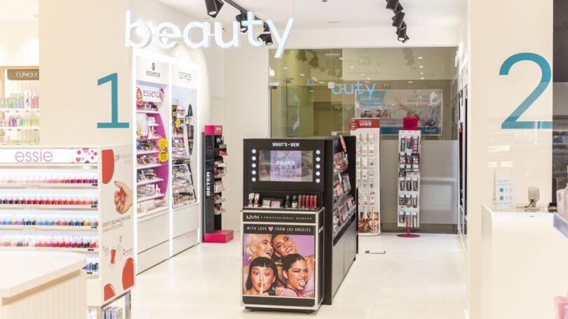 A Wells vai abrir primeira loja com conceito de beleza alargado com perfumaria, maquilhagem, cosmética e cuidados profissionais de cabelo.