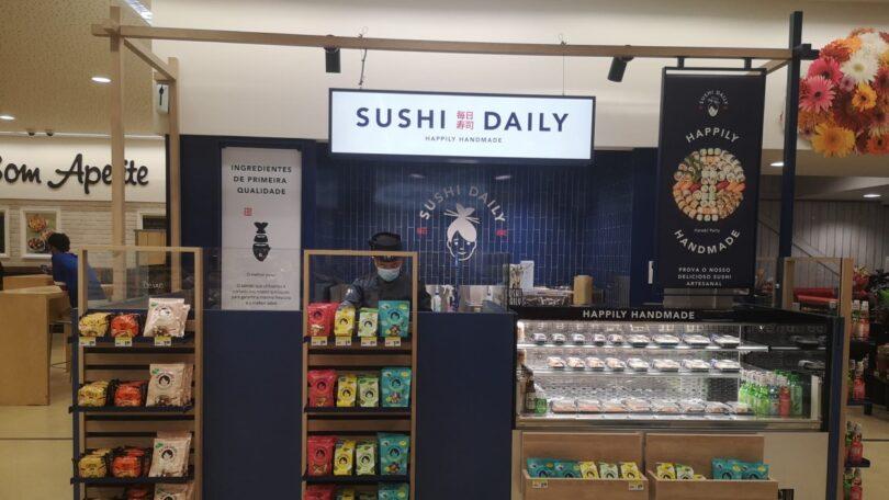 O Pingo Doce inaugurou um espaço de sushi na loja dos Olivais Shopping, em Lisboa. Este é o mais recente dos 13 quiosques Pingo Doce.