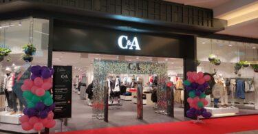 A primeira loja da C&A em Portugal, presente no CascaiShopping, reabriu com um novo visual, após meses de modernização.